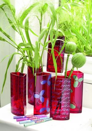 Делаем дизайнерскую вазу с помощью лаковых маркеров