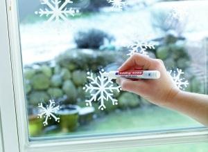 Снежинки на стекле