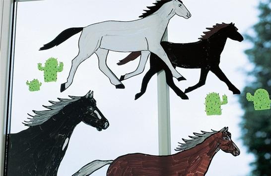 Лошади на стекле (рисовали маркерами еддинг)